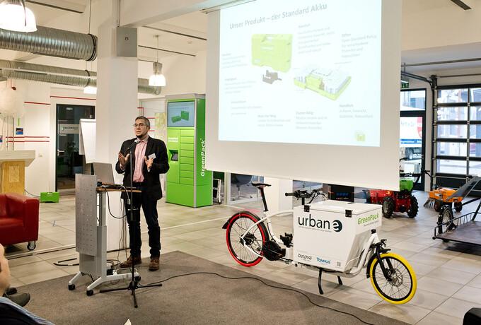 Adlershofer Startup bringt E-Mobility mit Akku-Automaten in Fahrt