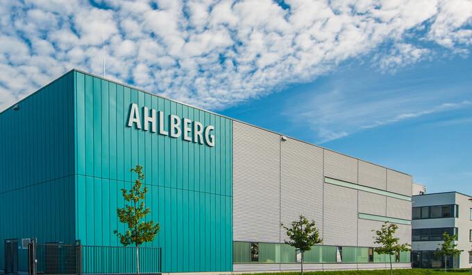 Ahlberg macht aus 5 Unternehmen 2