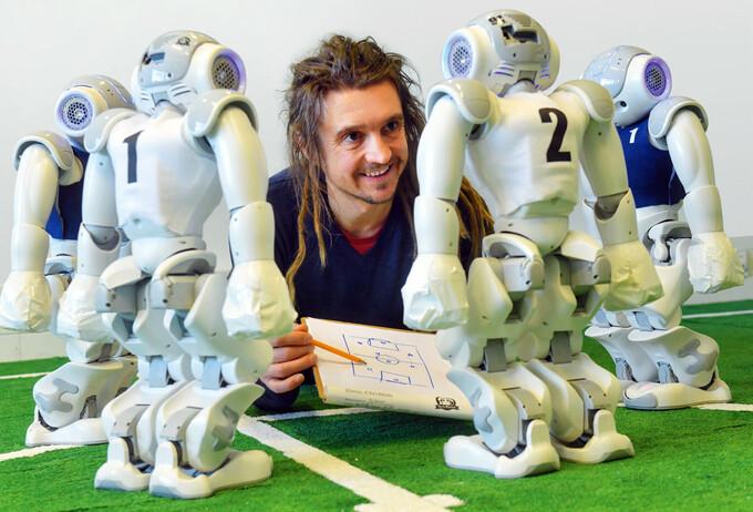 Wenn Roboter die Arbeit übernehmen: vom Transportieren bis zum Kicken