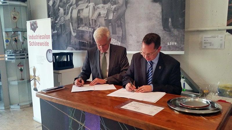Hardy Schmitz, Geschäftsführer der WISTA-MANAGEMENT GMBH, und Oliver Igel, Bezirksbürgermeister