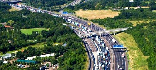 Of congestion hunters and traffic regulators