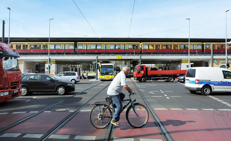 Umweltfreundlich und sicher ans Ziel – eine App verknüpft die Daten verschiedener Verkehrsmittel. Bild: Adlershof Special